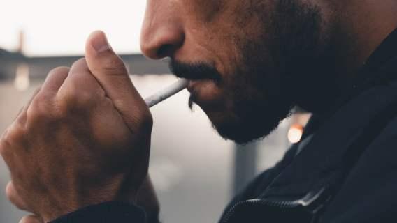 Nikotyna pomaga w walce z COVID-19? Nowe ustalenia naukowców