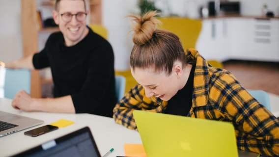 Praca trwająca 6 godzin pozytywnie wpływa na jakość życia i wydajność w pracy