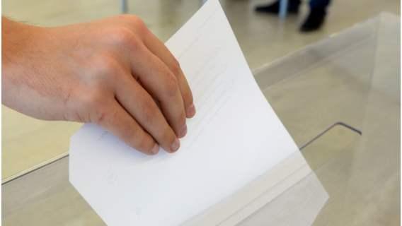 Członkini komisji przyłapana na gorącym uczynku. Próbowała wynieść karty wyborcze