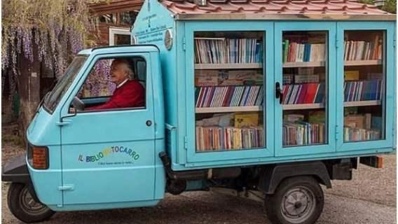 Książki są dostępne dla każdego dziecka, które chce skorzystać z przenośnej biblioteki