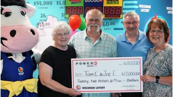 Mężczyzna wygrał 22 miliony i podzielił się z kolegą.