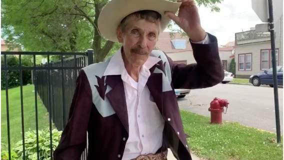 Emeryt Don Rosario sprzedawał w upale lody, ale już nie będzie musiał tego robić