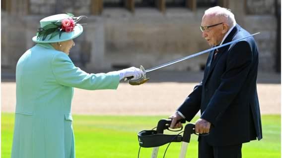 Królowa Elżbieta II i Thomas Moore.