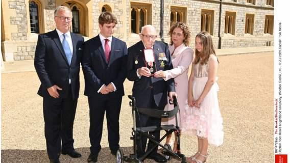 Tom Moore z rodziną