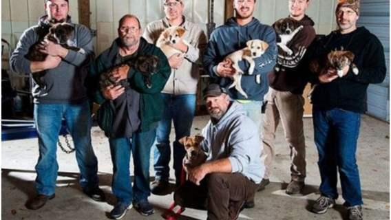 Pojechali na grilla i spotkali bezpańską suczkę, która zmieniła życie wszystkich ośmiu kumpli. Niebywała historia