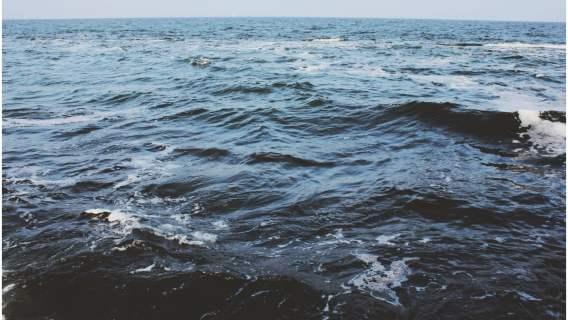 Wzburzone Morze Bałtyckie to dość nietypowe miejsce na poród.