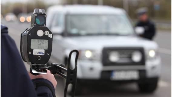 Policja zatrzymała poruszającego się w niebezpieczny sposób kierowcę