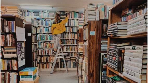 Biblioteka została zamknięta, ale oferowała wsparcie czytelnikom