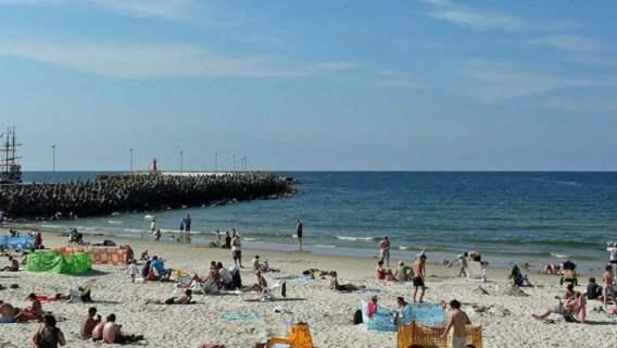Kołobrzeg to jeden z najpopularniejszych polskich kurortów. Co kryje jego plaża?