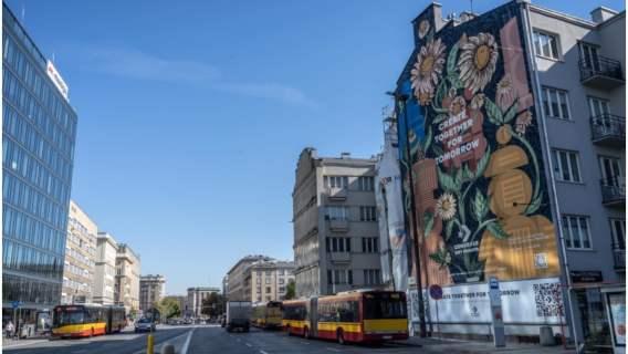 W Warszawie został namalowany mural oczyszczający powietrze.