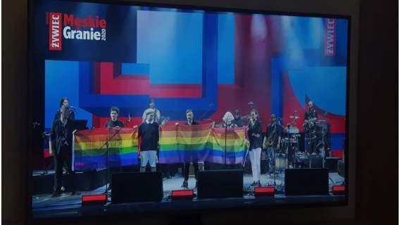 """Artyści podczas koncertu """"Męskie Granie"""" symbolicznie wspierają osoby LGBT"""