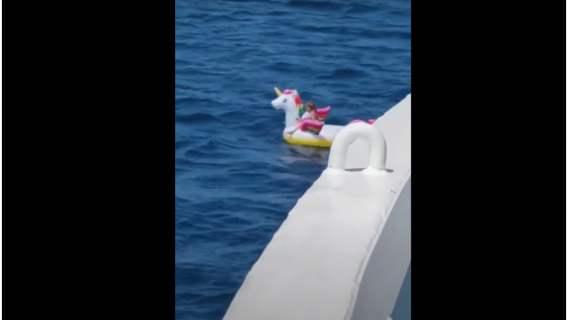 3-latka uratowana na środku oceanu