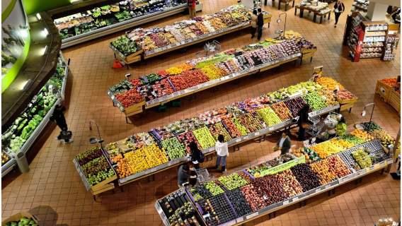 Francja w końcu zabroniła supermarketom wyrzucać niesprzedaną żywność. Koniec z marnowaniem jedzenia