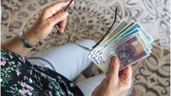 Sejm przyjął nową ustawę dotyczącą emerytur. Wiele osób będzie otrzymywać wyższe świadczenia