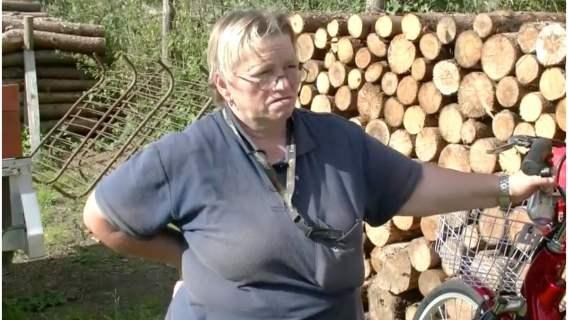 Pani Jadwiga pracuje na poczcie od 18. roku życia. Teraz otrzymała od mieszkańców nowy rower