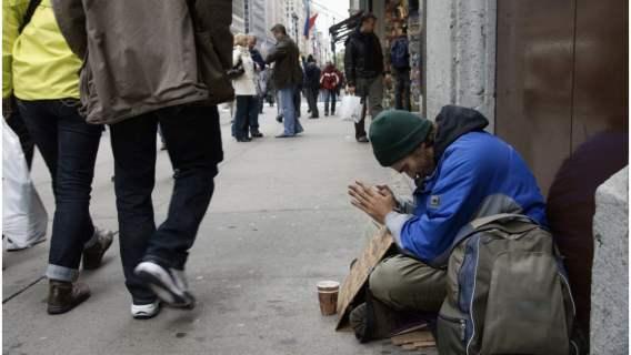 Bezdomny po trzech tygodniach głodu znalazł pomoc