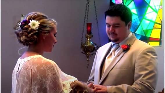 Panna młoda w dniu ślubu zdecydowała się na kontrowersyjne zachowanie. Nagranie zszokowało internautów