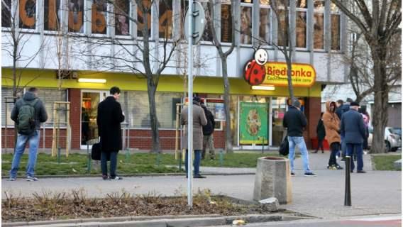 Biedronka, Lidl, Kaufland i Auchan zmieniają godziny pracy swoich sklepów
