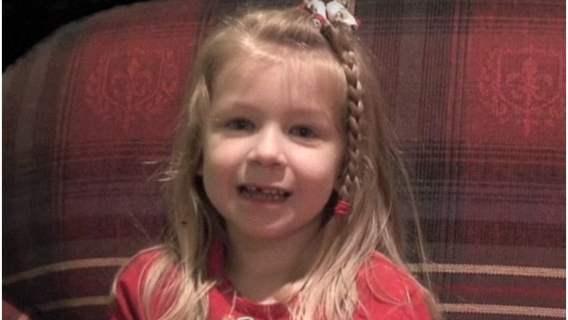 Tata 5-latki nagle przestał oddychać. Dziewczynka uratowała mu życie w zupełnie rozczulający sposób, nagranie jest hitem sieci