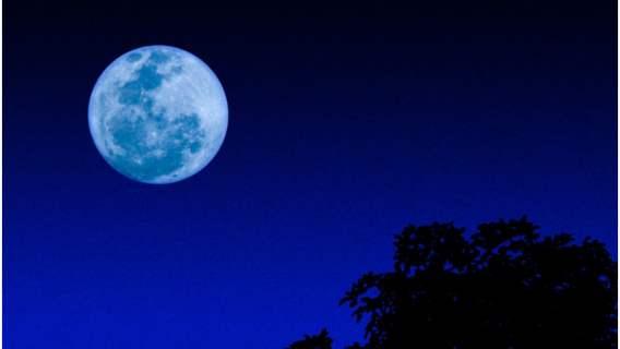 Niebieski księżyc ponownie widoczny pod koniec października