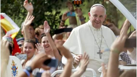 Karmiła piersią podczas audiencji. Zdumiewająca reakcja papieża Franciszka, nikt się nie spodziewał