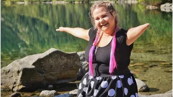 Mimo niepełnosprawności Agnieszka samodzielnie pokonała drogę do Morskiego Oka. Jest przykładem dla innych