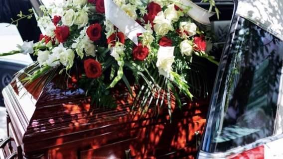 Podczas pogrzebu usłyszeli zdumiewające dźwięki z trumny. Gdy ją otworzyli, zupełnie zdębieli