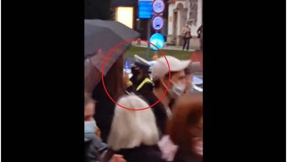 Policjantka zareagowała w zdumiewający sposób na protestujących we Wrocławiu. Jej zachowanie zupełnie nas urzekło