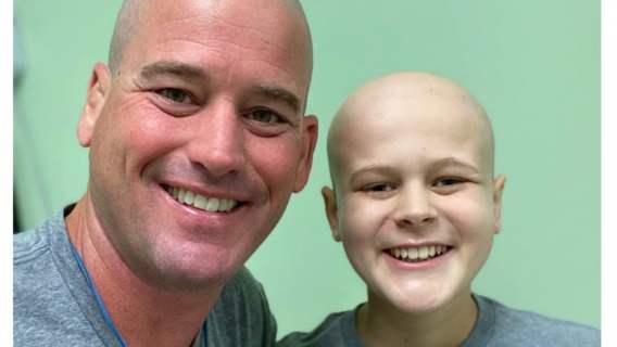 Nie mógł odwiedzić syna, który walczy z rakiem. Przygotował dla niego wzruszającą niespodziankę, jest wideo