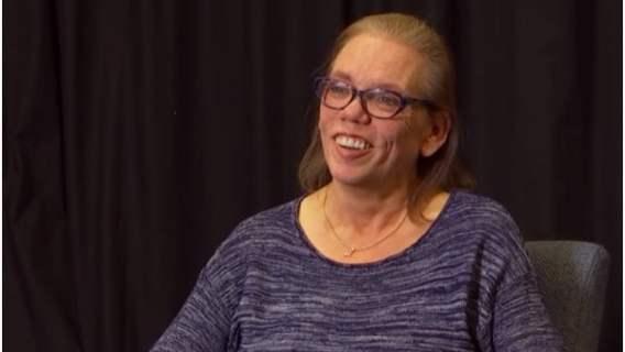 Oddała dziecko do adopcji. 45 lat później jeden telefon sprawił, że nie potrafiła myśleć już o niczym innym