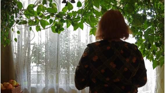 Seniorka zasłabła we własnej łazience. Bezdomny uratował jej życie, niesamowita historia