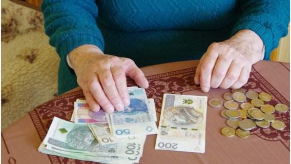 Od 1 grudnia zmiany w świadczeniach dla emerytów i rencistów. Na seniorów czeka miła niespodzianka