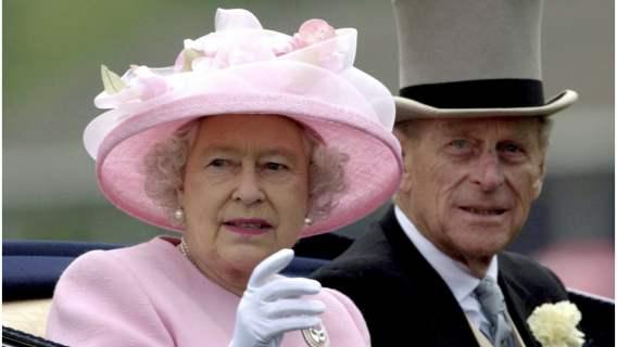 Elżbieta II i książę Filip dostali niecodzienny prezent. Z okazji 73. rocznicy ślubu prawnuki sprawiły im zdumiewającą niespodziankę