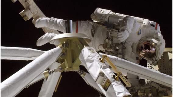 Księżyc okazał się niezwykłym miejscem do nagrania śmiesznego chodu astronauty