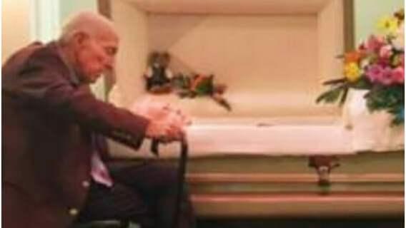 Po 59 latach małżeństwa został wdowcem. Jego słowa skierowane do zmarłej żony doprowadzają do łez