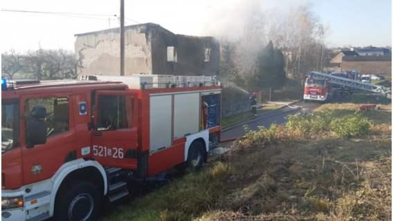 Pożar w Mysłowicach. Strażacy wynieśli małżeństwo z płonącego domu