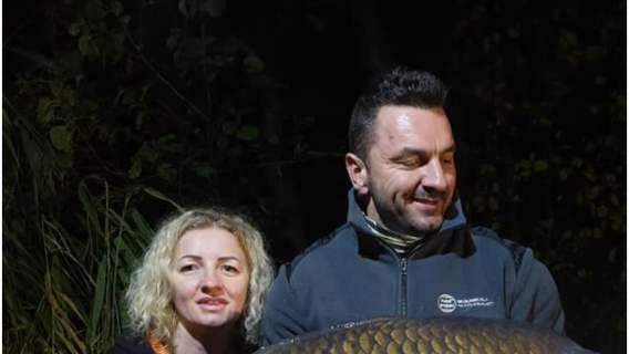Pobiła potrójny rekord. Nie uwierzycie, jak gigantyczną rybę złowiła kobieta w Polsce
