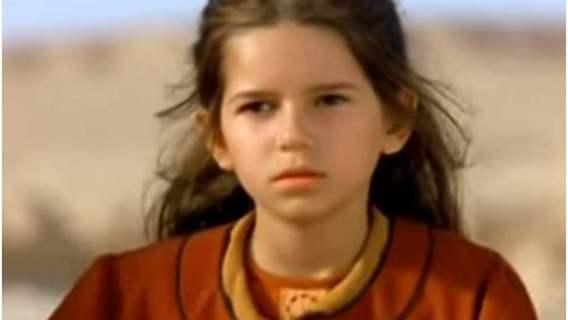 """Pamiętacie Nel z """"Pustyni i w puszczy""""? Karolina Sawka wyrosła na piękną kobietę, internauci są pod wrażeniem"""