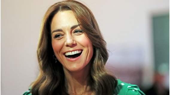 Kate Middleton odwróciła ekran telefonu i przez przypadek ujawniła, co wysyła najbliższym. Po raz kolejny nie zawiodła fanów
