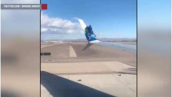Las Vegas: szalony pasażer postanowił wejść na skrzydło kołującego samolotu