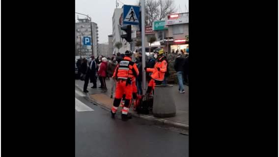 Podczas Strajku Kobiet muzyka porwała ratowników do tańca. Trzeba przyznać, że mają świetny dryg