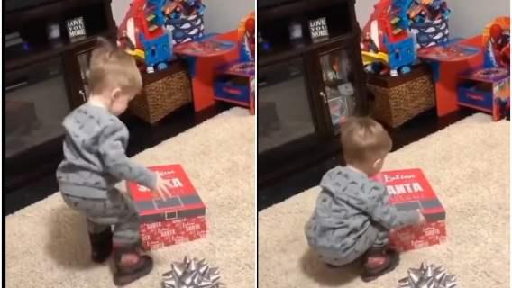 Tata daje niespodziewany prezent synkowi. Reakcja malucha osłodzi nawet najbardziej pochmurny dzień [WIDEO]