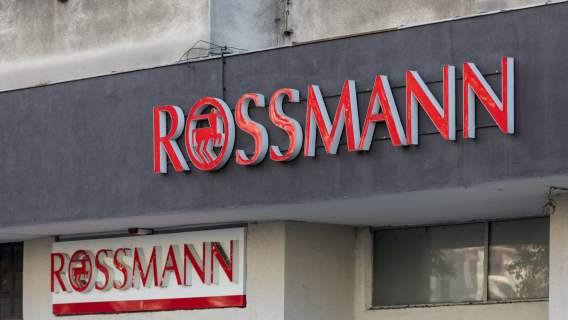 Rossmann wprowadził udogodnienia dla klientów związane z czekaniem w kolejkach