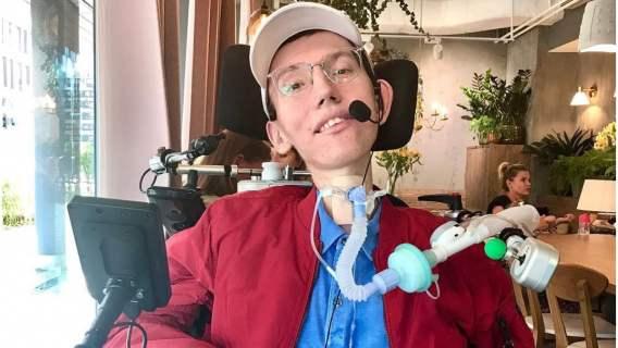Wojtek w wieku 9 lat trafił na wózek inwalidzki. Dziś ma na koncie więcej osiągnięć niż przeciętny Polak