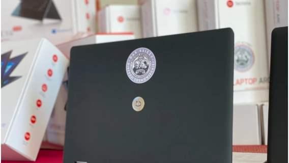 Niebywałe mikołajki w Sosnowcu. Duchowni ufundowali aż 50 laptopów do nauki zdalnej
