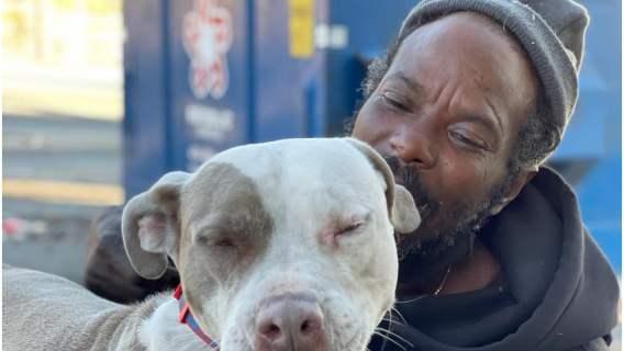 Psy nie mogły wydostać się z płonącego domu. Wtedy do akcji wkroczył bezdomny o wielkim sercu