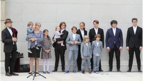 Muzyk Joszko Broda doczekał się z żoną 11 dzieci. Wielodzietność daje mu coś niezwykłego